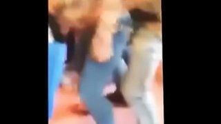 ممحونة عربية نار تفتح فلقات طيزها كي يدخله خلفي و ينيكها فيديو سكس ...